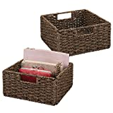 mDesign 2er-Set Aufbewahrungskorb – Faltbare Flechtbox aus Seegras – Regalkorb zur idealen Aufbewahrung von Kleidung, Spielzeug oder Zeitschriften – mit handlichen Griffen – braun