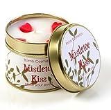 Mistletoe Kiss handgegossene Duftkerze von Bomb Cosmetics