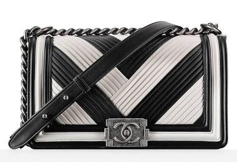 Chanel Paris A Roma in bianco e nero a pieghe Media Bag Boy