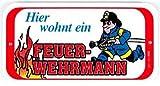 PST-Schild - Hier wohnt ein Feuerwehrmann - Feuerwehr Schild Spaßschild HSK Spassschild Spass Funschild Fun Türschild Tür Kunststoff Geschenk Geburtstag