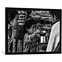 "Quadro con cornice: Joxe Inazio Kuesta Garmendia ""Do you want some rice? (Mandalay-Myanmar)"" - stampa artistica decorativa, cornice di alta qualità, 95x65 cm, nero / angolo grigio"