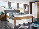 lifestyle4living Bett in Eiche-Dekor und weiß 180x200 cm, Doppelbett mit Stauraum im Kopfteil und Schubladen