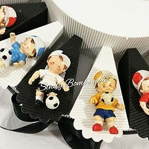 Torta bomboniera portaconfetti compleanno nascita comunione con bambino che gioca a calcio pallone Juventus coppa squadra (Fetta singola aggiunta fuori struttura)