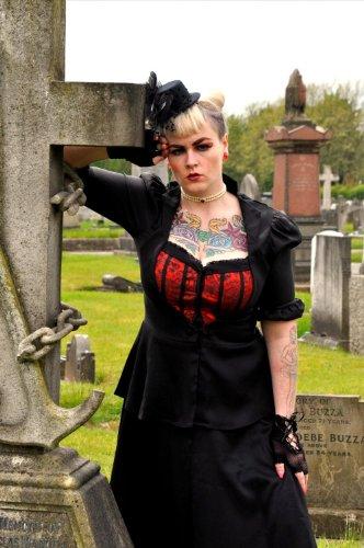 DangerousFX Gótico victoriano Lolita Sweetheart Bustier Corsé Top blusa o color rojo y negro Mock chaqueta. Tamaños 8–30