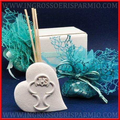 Profumatore in resina bianca a forma di cuore con in rilievo nella parte frontale la raffigurazione dei simboli tipici del sacramento della comunione stilizzati,essenza inclusa - bomboniere comunione (kit 12 pz)