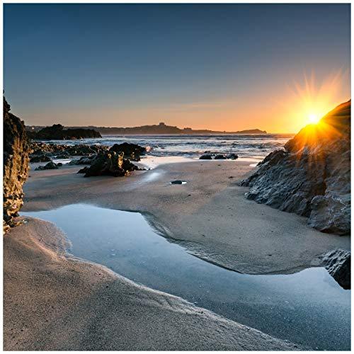 Wallario Magnet für Kühlschrank/Geschirrspüler, magnetisch haftende Folie - 60 x 60 cm, Motiv: Sonnenuntergang hinter Einem Felsen am Strand