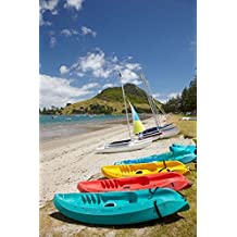 David Wall / DanitaDelimont – Kayaks Bay of Plenty North Island New Zealand Photo Print (63,40 x 95,10 cm)