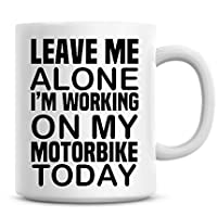 Déjame en paz estoy trabajando en diseño de taza de café de hoy mi moto