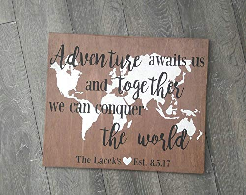 Holzschild Adventure Awaits Us Together We Can Conquer The World, rustikal, 18 x 15 cm