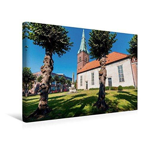 Calvendo Premium Textil-Leinwand 45 cm x 30 cm Quer, Die Stadtkirche in der Innenstadt von Delmenhorst | Wandbild, Bild auf Keilrahmen, Fertigbild auf Echter Leinwand, Leinwanddruck Orte Orte