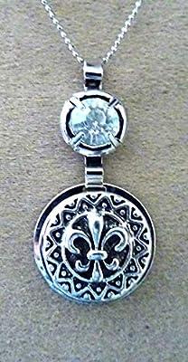 pendentif fleur de lys, médiéval, argenté vieillie