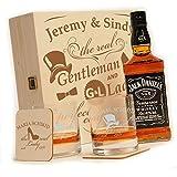 polar-effekt 6-TLG Whisky Geschenk-Set mit Jack Daniels No.7 | 2 Whiskygläser, 2 Untersetzer und Whiskey Flasche in Geschenk-Box Personalisiert mit Gravur - Motiv Gentleman and Lady