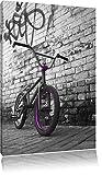 BMX Fahrrad vor Graffitiwand schwarz/weiß Format: 80x60 auf Leinwand, XXL riesige Bilder fertig gerahmt mit Keilrahmen, Kunstdruck auf Wandbild mit Rahmen, günstiger als Gemälde oder Ölbild, kein Poster oder Plakat