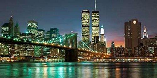 Barry Mancini - The Brooklyn Bridge and Twin Towers at Night Kunstdruck (60,96 x 121,92 cm) - Twin Towers, Brooklyn Bridge