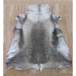 Zerimar. Alfombra piel de reno. Medidas: 150x135 cms. 100% Natural. Ideal para la decoración.