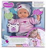 Cette poupée de Nenuco est interactive. Elle exprime ses sentiments à travers les oursons sur son pull (tristesse, colère, joie). Elle a la capacité de s'exprimer dans 5 langues et dit plus de 30 phrases. Lorsque votre enfant interagira avec elle, pl...