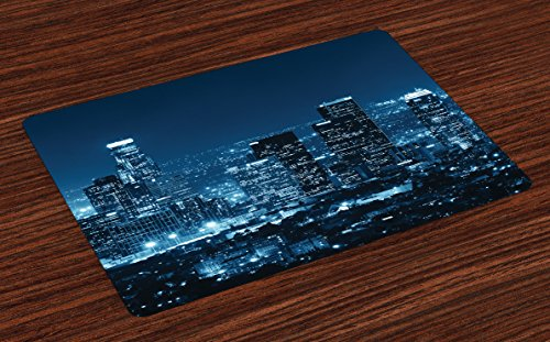 Lunarable USA Platzsets 4er Set Los Angeles City Buildings at Night Monochromic Photo Scenery Town Dusk Scenic View abwaschbare Stoff-Tischsets für Esszimmer, Küche, Tischdekoration, Nachtblau (Angeles Los City Party In)