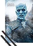 1art1 Poster + Hanger: Game of Thrones Poster (91x61 cm) Der Nachtkönig Inklusive EIN Paar Posterleisten, Schwarz