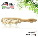 spazzola capelli antistatica modello rettangolare in legno naturale di ginepro con gomma pneumatica e picchi in legno arrotondato. linea 'le naturelle'