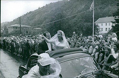 vintage-foto-di-steven-clark-rockefeller-con-anne-marie-rasmussen-su-un-veicolo-sul-loro-matrimonio-
