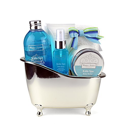 winter-in-venice-kula-spa-bath-tub-luxurious-toiletries-infused-with-natural-fruit-and-plant-extract