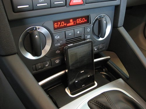 audi-a3-8p-specdock-ipod-iphone-dock-2004-audi8pv2i-iphone-5-5s-and-ipod-touch-5-compatible