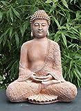 Stein-Figur Buddha sitzend in Terrakotta, Statue als Deko für Wohnung, Haus und Garten, Skulptur als Wohnaccessoire oder Geschenk, frostsichere japanische Garten-Figur, Feng Shui