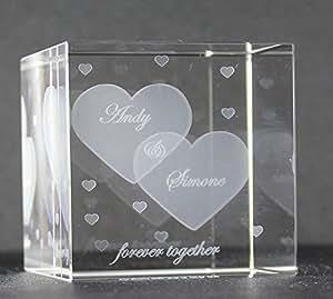 VIP-LASER Glaswürfel XL mit zwei großen Herzen und kleineren Herzen graviert. Wir