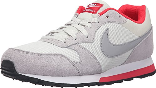 Nike MD Runner 2, Scarpe da Corsa Uomo, Beige (Beige (Light Bone/Matte Silver-Action Red-White)), 46 EU