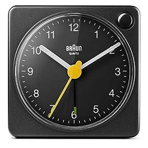 Braun Klassischer analoger Reisewecker mit Schlummerfunktion und Licht, kompakte Größe,  ruhiges Quarzuhrwerk, Crescendo-Alarm, schwarzes Modell BC02XB