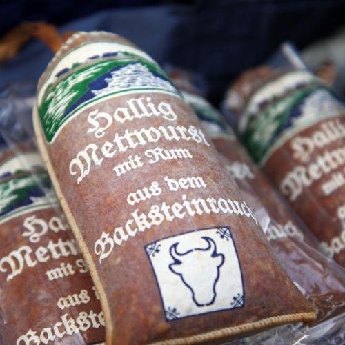Hallig Mettwurst mit Rum | deftige Mettwurst im Leinendarm geräuchert | einzigartiges, deftiges Aroma und ausgezeichneter Geschmack | Mettwurst in dekorativer Verpackung vom Traditionsschlachter