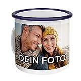 PhotoFancy – Emaille-Tasse mit Foto Bedrucken Lassen – Blechtasse Personalisieren – Nostalgie-Becher selbst Gestalten (Medium [300 ml], weiß mit blauem Mundrand)