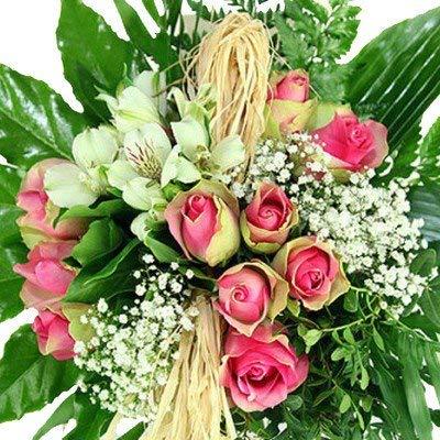 """Blumenstrauß""""Geburtstag"""" – Kreativ gebunden mit grün-rosa Rosen"""