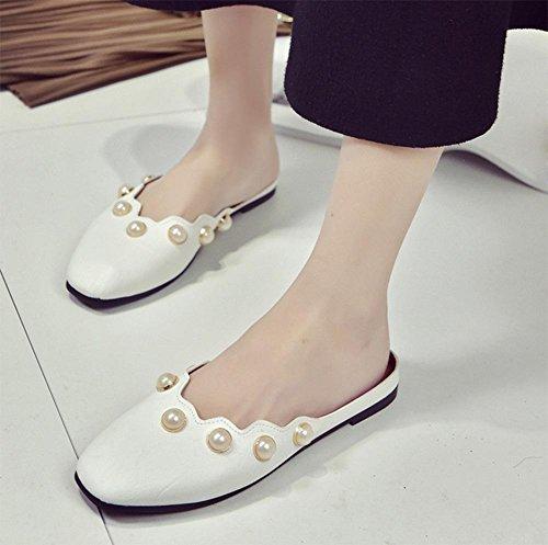 Baotou mit niedrigen Absätzen Schuhe Perle Auflieger flache Sandalen und Pantoffeln faul Frau White