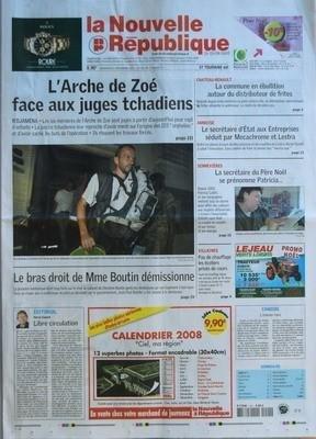 NOUVELLE REPUBLIQUE (LA) N? 19198 du 21-12-2007 L'ARCHE DE ZOE FACE AUX JUGES TCHADIENS N'DJAMENA - LE BRAS DROIT DE MME BOUTIN DEMISSIONNE - EDITORIAL LIBRE CIRCULATION PAR HERVE CANNET CHATEAU RENAULT LA COMMUNE EN EBULLITION AUTOUR DU DISTRIBUTEUR DE FRITES - AMBOISE LE SECRETAIRE D'ETAT AUX ENTREPRISES SEDUIT PAR MECACHROME ET LESTRA - SENNEVIERES LA SECRETAIRE DU PERE NOEL SE PRENOMME PATRICIA - VILLAINES PAS DE CHAUFFAGE LES ECOLIERS PRIVES DE COURS - CANDIDE L'OISEAU RARE - SOMMAIRE -...
