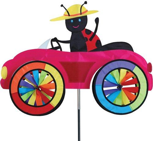 Girouette Coccinelle dans sa voiture - moulin à vent coccinelle dans son jardin,terrasse,balcon - décoration extérieure jardin - Matériau : tissu haut de gamme en polyester SunTex renforcé, structure en fibre de verre. Résiste aux UV et intempéries, Diamètre des roues : 20cm, Dimension : 64cm x 50cm, Hauteur: 110cm