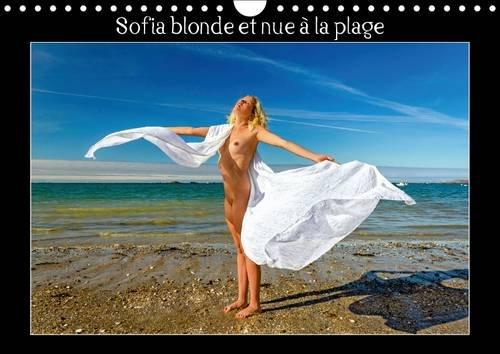 Sofia blonde et nue à la plage : Photos érotiques d'une jeune femme nue, blonde aux yeux bleus, nue, qui bronze et se prélasse sur une plage de sable ... rochers. Calendrier mural A4 horizontal 2016
