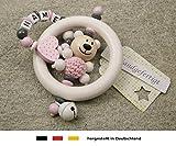 Baby Greifling Rassel Beißring mit Namen | individuelles Holz Lernspielzeug als Geschenk zur Geburt & Taufe | Mädchen Motiv Bär und Herz in rosa