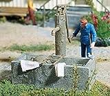 Pola 333212 - Pumpbrunnen mit Wassertrog, Zubehör für die Modelleisenbahn, Modellbau
