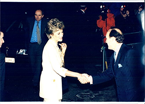 vintage-photo-of-princess-diana-headed-for-a-lunch-at-hilton-hotel