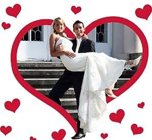 Cœur de noces à découper par les mariés. Drap à découper avec un motif de cœur, comprenant 2 paires de ciseaux. Les mariés découpent le cœur et traversent le cœur de tissu.