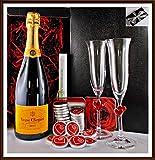 Geschenk Champagner Veuve Clicquot Brut Yellow Label mit 2 Champagner Gläsern und DreiMeister Edel Schokoladen, kostenloser Versand