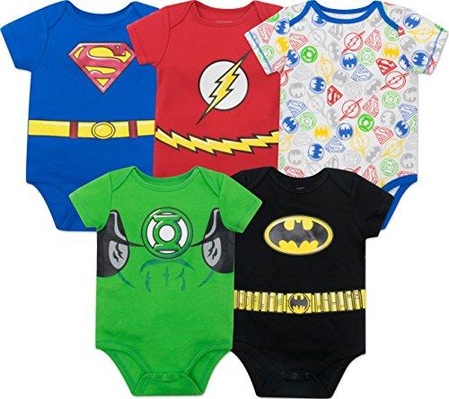 Viste a tu pequeño en un estilo heroico con estos 5 increíbles bodies de la Liga de la Justicia. Este conjunto de coloridos de ropa tiene a los héroes más populares de DC Comics. Vuela alto y lejos como Superman, aumenta la velocidad en rojo como Fla...
