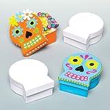 Baker Ross Cajitas de Manualidades en Forma de Calavera Que los niños Pueden Decorar y Personalizar. Kit de Manualidades Creativas para Hacer Decoraciones de Halloween (Pack de 4).