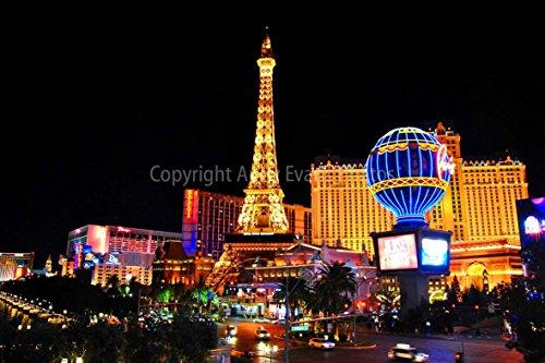 eine Fotografische Print Foto von Ballys und Paris Hotels und der Eiffelturm der Las Vegas Strip Nevada Amerika Landschaft Foto Farbe Bild Art Print oder Poster 30,5 x 20,3 cm -