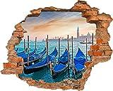 Fototapete 3D Bild Tapete Loch in der Mauer Venedig Hafen blaue Boote Stadt Wasser