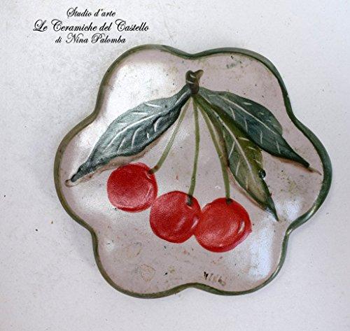 Sottocaffettiera Sottopentola Linea Ciliegie Realizzato e dipinto a mano Le Ceramiche del Castello Made in Italy Pezzo Unico dimensioni 12,5 x 12,5 centimetri