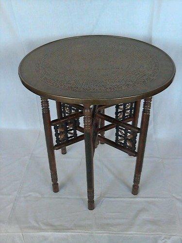 Orientalischer Holztisch mit runder Messingplatte und 6 gedrechselten Beinen