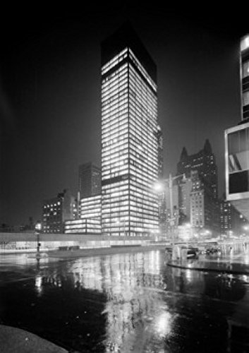 usa-new-york-city-seagram-building-at-night-after-rain-poster-drucken-6096-x-9144-cm