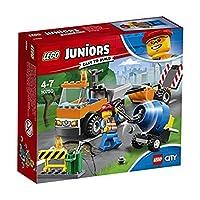 """Prendi la pala e mettiti al lavoro!Unisciti alla squadra dei lavori stradali di LEGO® City e ripara le strade della città! Questo divertente giocattolo per i bambini e le bambine contiene un camion facile da costruire con telaio """"Quick Start"""", cabina..."""